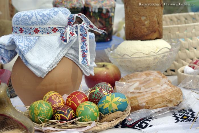 Расписанные яйца и куличи