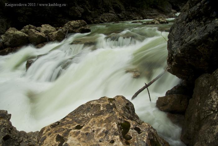 Река Курджипс в ущелье